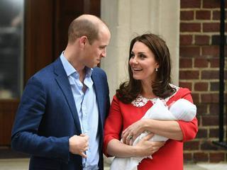 Herzogin Kate und das Royal Baby verlassen das Krankenhaus