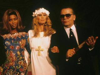 So setzte Karl Lagerfeld Claudia Schiffer und Naomi Campbell in Szene