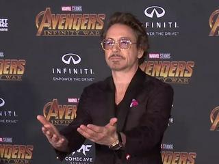Robert Downey Jr. fordert Kollegen zum Bart-Duell auf