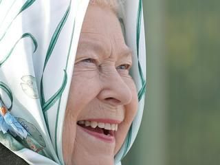 Queen Elizabeth II. startet Sommerurlaub in Schottland