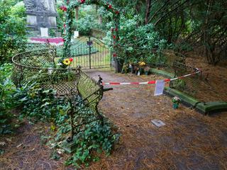 Unbekannte beschädigen Grabstätte von Jan Fedder