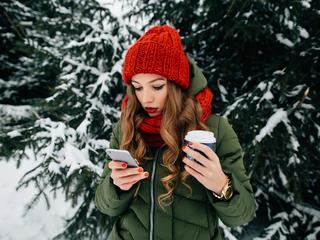 So schützt man das Smartphone bei Eiseskälte richtig