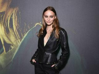 Schauspielerin und Model Lily-Rose Depp im Lässig-Look