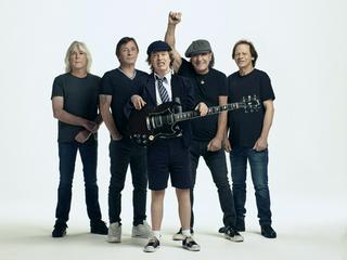 AC/DC verteidigen Spitze der Charts
