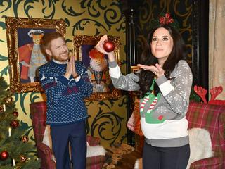 Richtig schräg: Meghan und Harry in Ugly Christmas Sweater