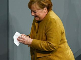 Immunologe: Angela Merkel soll sich live im TV impfen lassen