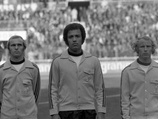 """Dokumentation """"Schwarze Adler"""" schildert Rassismus im Fußball"""